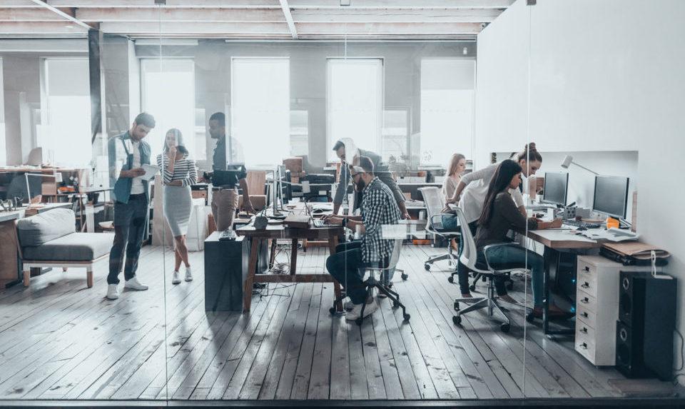 Поскорее вернуться в офисы мечтает уже только треть работников на удаленке